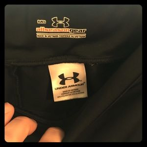 Like new underarmour black heat protect Capris!!